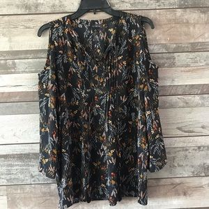 The limited cold shoulder black floral blouse Med